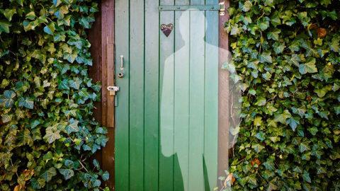 Un fantôme à la porte?